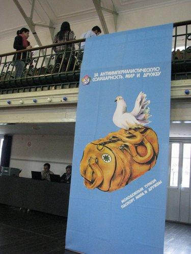 Ассамблею украшали плакаты разных времён