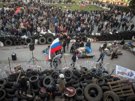 Баррикады перед зданием Донецкой городской Администрации